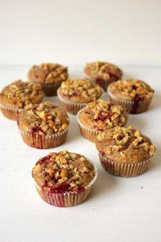 Ich weiß, in letzter Zeit gab es einige Muffin Rezepte hier auf dem Blog, aber dieses hier wollte ich euch nicht vorenthalten. Es geht um Frühstücksmuffins. Gesunde Frühstückmuffins um genau zu sein. Dieses Rezept kommt nämlich ganz ohne Weißmehl und Zucker aus. Und man merkt das nicht mal. Waaaaas? Verrückte Welt in der wir hierRead more