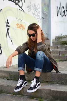 Fashion, teen fashion outfits и high top vans outfit. Vans Outfit Mädchen, Outfits Con Vans, High Top Vans Outfit, Hi Top Vans, Sk8 Hi Vans, Cute Outfits, Outfit Jeans, Look Fashion, Teen Fashion