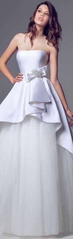Blumarine Bridal 2014 Wedding dresses ----- Nem curto a ideia de casamento, mas esse vestido...