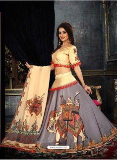 36 indian lehenga choli designs for pre wedding functions 12 Choli Blouse Design, Choli Designs, Sari Blouse Designs, Lehenga Designs, Dress Designs, Garba Chaniya Choli, Lehnga Dress, Lehenga Choli, Lehenga Blouse