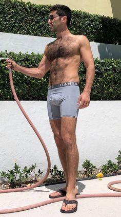 Barefoot Men, Mens Flip Flops, Hairy Men, Sexy Men, Hair Beauty, Sporty, Legs, Celebrities, People