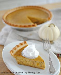 Pumpkin pie made from scratch tastes so much better than pie made with canned pumpkin puree. It's so easy to make your own pumpkin puree for this tasty pie. Yummy Treats, Delicious Desserts, Sweet Treats, Dessert Recipes, Thanksgiving Baking, Thanksgiving Recipes, Pumpkin Pie From Scratch, Pumpkin Delight, Strawberry Cookies