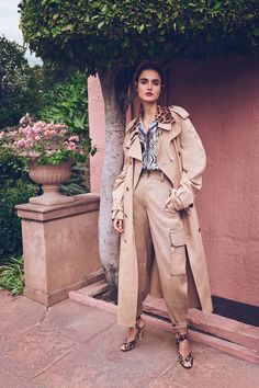Blanca Padilla Wears Elegant Spring Trends for Bergdorf Goodman Casual Chic Style, Casual Street Style, Bergdorf Goodman, Daily Fashion, Fashion News, Street Fashion, Fashion Hub, Estilo Tim Burton, Vogue Us