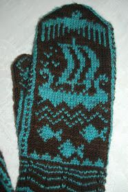 Mittens with viking designs - directions look to be in Norwegian though. still, should be able to chart out pattern from picture. - I like this ship. Crochet Mittens, Mittens Pattern, Knitted Gloves, Knit Crochet, Knitting Charts, Knitting Socks, Hand Knitting, Knitting Patterns, Yarn Projects