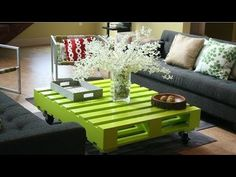 Green Coffee Table - 50 Classic Ideas for Your Pallet Furniture Projects Pallet Home Decor, Pallet Crafts, Diy Pallet Projects, Pallet Ideas, Furniture Projects, Diy Furniture, System Furniture, Furniture Chairs, Repurposed Furniture