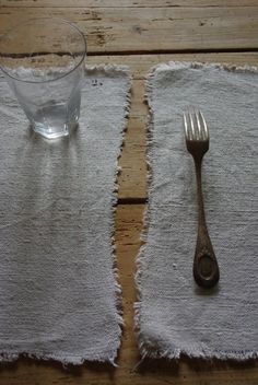 table setting : keeping it simple Linen Placemats, Textiles, Slow Living, Weathered Wood, Wabi Sabi, Food Styling, Kitchen Dining, Dining Room, Tablescapes