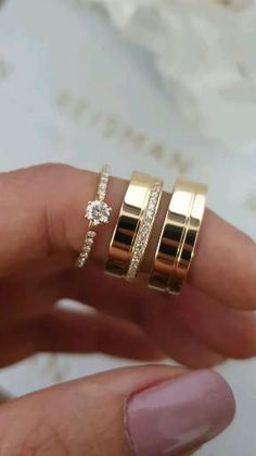 Engagement Rings Couple, Beautiful Engagement Rings, Engagement Ring Cuts, Couple Rings, Beautiful Rings, Wedding Ring Gold, Classic Wedding Rings, Wedding Ring Bands, Gold Ring Designs