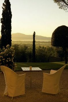 table for two Tuscany, Italy