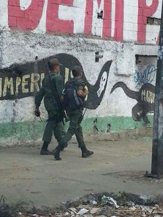 Sniper teams for protests filled with 20-somethings.  Seems legit. #SOSVenezuela.