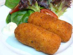 Ingredienti (per 4 persone) : 750 gr. di patate 5 uova 220 gr.di pecorino (o caciocavallo gratt.) prezzemolo pangrattato olio d'oliva pepe e sal