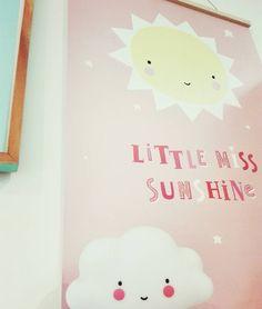 Just keep on shining! #rainydays #LittleMissSunshine #cloudlight #poster #pink #sun #nevermindtherain #livinglounge #weekend #posterhanger #kidsdeco