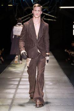 Look 38 - #Versace Men's Fall/Winter 2015-16 fashion show. #VersaceMenswear