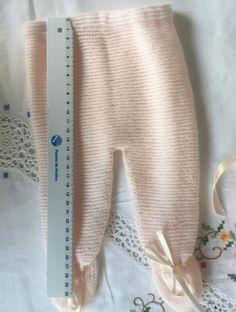 Baby Leggings Pattern, Baby Booties Knitting Pattern, Baby Knitting Patterns, Baby Overalls, Baby Pants, Knitting Basics, Knitting Stitches, Baby Clothes Patterns, Clothing Patterns