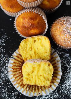 Magdalenas Natalia1 Cupcake Flavors, Cupcake Recipes, Dessert Recipes, Desserts, Mexican Sweet Breads, Mexican Food Recipes, Sweet Recipes, Fondant Cakes, Cupcake Cakes