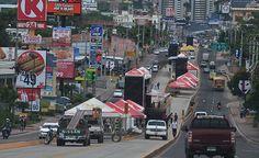 Honduras: Alcaldía modificará diseño del Trans-450 En el diseño, en la parte frontal de la Universidad Nacional Autónoma de Honduras (UNAH), se hará terminal al interior y permitirá que estudiantes no salgan del predio para cruzar el bulevar Suyapa. Construcción de túnel a la altura de Diunsa, que se amplió el sector de la Kennedy. Instalación del área de taller, frente al  Instituto Hondureño de Mercadeo Agrícola IHMA…