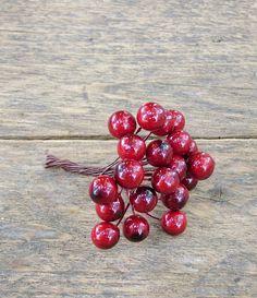 Mű bogyócskák bordós árnyalatban. Fontos kellék az őszi dekorodba.