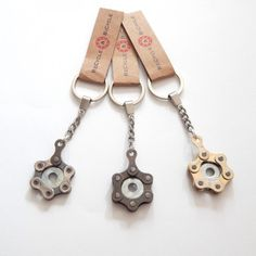 Bike chain keyring by ReCycle And Bicycle(Diy Projects For Gifts) Bicycle Crafts, Bike Craft, Bicycle Art, Trike Bicycle, Wooden Bicycle, Recumbent Bicycle, Bicycle Wheel, Pimp Your Bike, Recycled Bike Parts