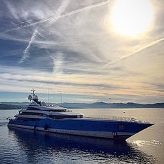 M/Y Madame Gu 99m  Build by @feadship  Courtesy of @supdesign  Photo by @joshjwright