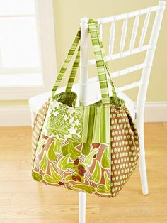 Large Patchwork Bag ~ Sew a spacious bag that meets all your needs. Two sets of inside pockets have room for keys, a notebook, a cell phone, and a planner, making this roomy carryall the perfect size for taking along on an all-day outing. Get the step-by-step instructions