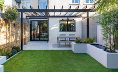 This small contemporary garden design in Wimbledon perfectly uses the space available - adapting and upgrading the exsiting small garden with new features. Small Urban Garden Design, Garden Design London, Contemporary Garden Design, Back Garden Design, Backyard Garden Design, Small Garden Ideas Modern, Backyard Designs, Terrace Design, Small Garden Pergola