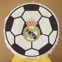Piñata pelota de fútbol con logo ⚽️ #pinata #piñata #fringepinata #sinohaypiñatanohayfiesta #realmadrid #futbol #soccer #Guayaquil #Ecuador #lalunaesmagica