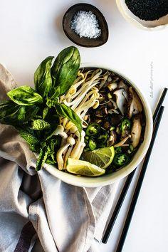 Vegetarisch Pho - Vietnamesische Suppe mit Nudeln {}