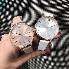 Elegant design, voor een zacht prijsje.  Wij geloven in betaalbare cadeaus van goede en duurzame kwaliteit. Want wat is er nu leuker dan iemand anders gelukkig maken? 😊👏 Vind jouw ideale cadeau op www.aperfectgift.nl . . .  #sieraden #sieradenset #sieradensetje #sieradensets #jewelry #jewellery #match #mix #mix'nmatch Gold Watch, Rose Gold, Watches, Accessories, Clock, Wristwatches, Clocks, Jewelry Accessories