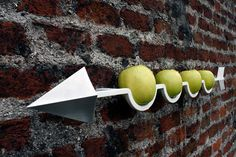 Frecciamela is a wall-mounted fruit holder designed by Nicola Loi and Andrea Maffezzoni. I think this is just the cutest idea for a fruit bowl. Home Gadgets, Gadgets And Gizmos, Geek Gadgets, Kitchen Gadgets, Fruit Holder, Fruit Dishes, Fruit Bowls, Bowl Designs, Rack Design