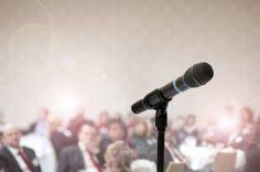 Du leidest unter Redeangst und fühlst Dich unwohl, wenn Du eine Rede halten sollst? Mit diesen Tipps wirst Du das Problem ein für allemal los!