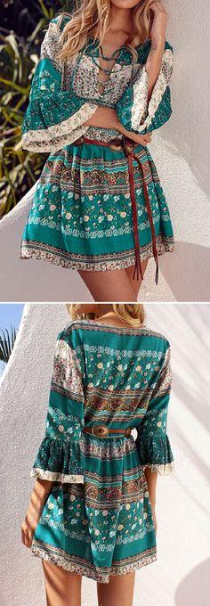 US$ 15.57 Bohemian Women Flounce Bell Sleeve Floral Printed V-neck Mini Dresses