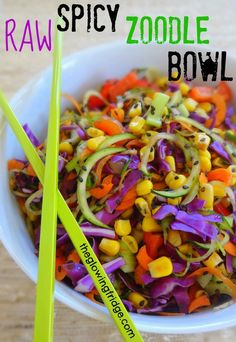 Raw Spicy Zoodle Bowl Fully Raw and Sweetly Spicy ZOODLE bowl! (Zucchini Noodles) Vegan, Gluten-Free and BEAUtiful – from The Glowing Fridge Raw Vegan Recipes, Vegan Foods, Vegan Dishes, Vegan Vegetarian, Vegetarian Recipes, Healthy Recipes, Paleo, Vegan Raw, Raw Bread