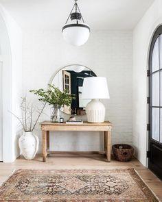 50 Modern inviting entryway ideas for home decor design - Cozy Living Cheap Home Decor, Diy Home Decor, Natural Home Decor, Styles Of Home Decor, Trendy Home Decor, Classic Home Decor, Decor Crafts, Entryway Decor, Bedroom Decor