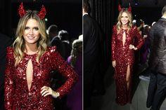 24-jan-13  -  10 Anos do Baile da Vogue Brasil 2013 - Helena Bordon pediu a Patrícia Bonaldi que criasse um look diabólico para a ocasião. O resultado foi um longo vermelho com recorte no colo e fenda profunda – um par de chifrinhos a acompanhou pelo salão - 5/12