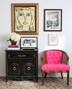 Inspiring Vintage Entryway With Gallery Wall And Pink Chair By Lindsay Speace Desing Ideas Design Entrée, The Design Files, House Design, Design Ideas, Design Trends, Bar Designs, Pink Design, Modern Design, Decoration Inspiration