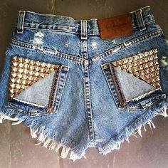 studded jean shorts with half cut out Diy Fashion, Love Fashion, Fashion Outfits, Womens Fashion, Fashion Styles, Teen Fashion, Diy Shorts, Shorts Jeans, Cutoffs