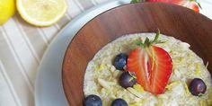 Dieser Quinoa Brei ist inspiriert von einem portugiesischen Rezept für Zitronen-Milchreis. Ein köstliches Dessert, nicht nur an heißen Tagen.
