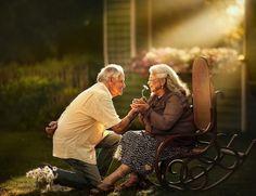 This Photog Asks Elderly Couples To Pose For Engagement-Style Photos Couples Âgés, Older Couples, Couples In Love, Older Couple Poses, Photography Workshops, Nature Photography, Newborn Photography, Old Couple In Love, Older Couple Photography