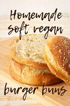 Vegan Hamburger Buns, Hamburger Bun Recipe, Homemade Hamburger Buns, Cake Vegan, Vegan Bread, Burger Bread, Burger Food, Burger Recipes, Pains Sans Gluten