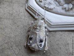 """Купить Брошь-жук """"Louis: le roi de jardin"""" - бежевый, жук, насекомые"""