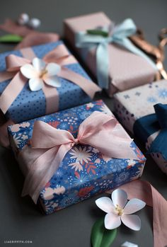 Wrap personal Winter gifts just as a professional thanks to this simple detailed tutorial with these ideas. Creative Gift Wrapping, Present Wrapping, Creative Gifts, Wrapping Ideas, Pretty Packaging, Gift Packaging, Cute Gifts, Diy Gifts, Gift Wraping