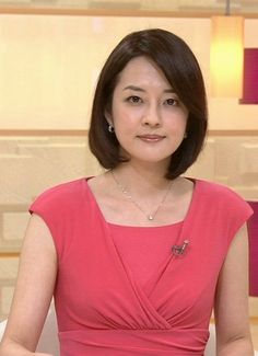 High quality images of 鈴木菜穂子. Easy to see and comfortable to search more images. Naoko, Tv Presenters, Japanese Beauty, High Quality Images, V Neck, Actresses, Models, Woman, Places