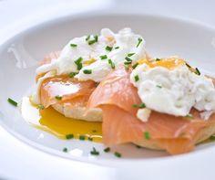 Smoked Salmon Eggs Benedict  (sostituire yogurt con panna acida)