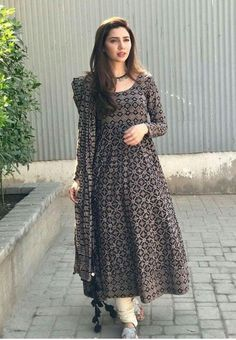 Taking it old school; the fashionista was spotted wearing an Ajrak anarkali look complete with churidaar pajama from Boheme from Kanwal during Verna press tours! Pakistani Frocks, Pakistani Dress Design, Pakistani Outfits, Indian Outfits, Pakistani Actress, Stylish Dresses, Casual Dresses, Fashion Dresses, Kurta Designs