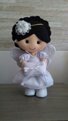 Terços em feltro,todos com 💙💗💙 . Foam Crafts, Diy And Crafts, Homemade Dolls, Felt Baby, Doll Hair, Soft Dolls, Communion, Needle Felting, Little Ones