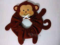Puppet para lente de máquina fotográfica feito sob medida e adaptável com elástico. Desenvolvemos temas idealizados pelo cliente. Lens Pet. www.facebook.com/feltrolices www.elo7.com.br/feltrolices