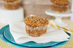 Banana Streusel Muffins - Shari Blogs Cranberry Bread, Muffin Mix, Breakfast Muffins, Blue Berry Muffins, Baked Goods, Sweet Treats, Bakery, Banana, Favorite Recipes