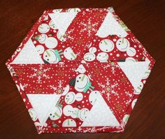 christmas table runners Christmas Peppermint Table Runner by WasaN Quilting Ideas Christmas Placemats, Christmas Runner, Christmas Sewing, Christmas Crafts, Christmas Quilting, Christmas Christmas, Modern Christmas, Scandinavian Christmas, Table Runner And Placemats