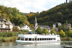 Wappen von Limburg: Schifffahrt auf der Lahn Vacation Trips, Mansions, House Styles, Home Decor, Crests, Things To Do, Decoration Home, Manor Houses, Room Decor
