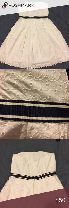 Tommy Hilfiger Strapless Dress Gorgeous white sundress, strapless, great structure. Tommy Hilfiger Dresses Strapless
