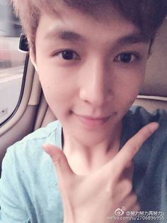 His face is perfect and so is he. Life is unfair;__; #exo #exom #exol #kpop #lay #zhangyixing #yixing